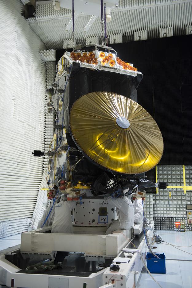 Préparation de la mission ExoMars 2016 (TGO + EDM) - Page 5 ExoMars_Trace_Gas_Orbiter_during_tests_March_2015_7_625