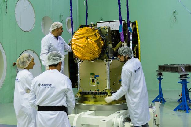 CHEOPS - Mission du télescope d'études d'exoplanètes ESA_CHEOPS_Acoustic_Chamber_20151105_3_625